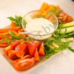 Овощи с соусом тар-тар
