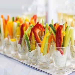 Свежие овощи с соусом тартар