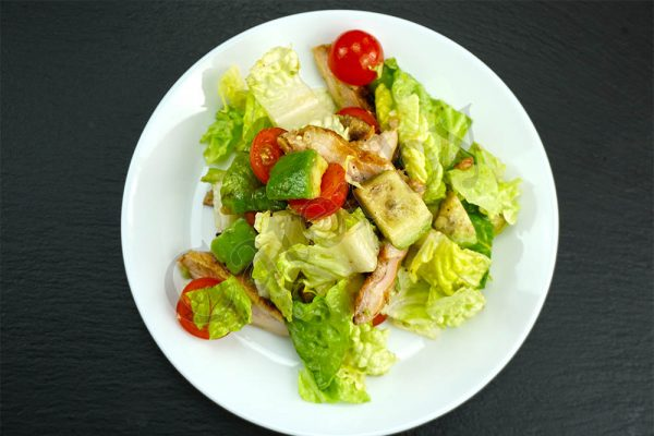 Салат с цыпленком и авокадо банкет