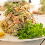 Салат с жареным беконом и сельдереем
